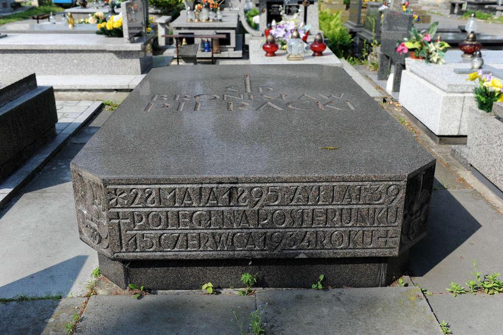 Pieracki - grób w Nowym Sączu