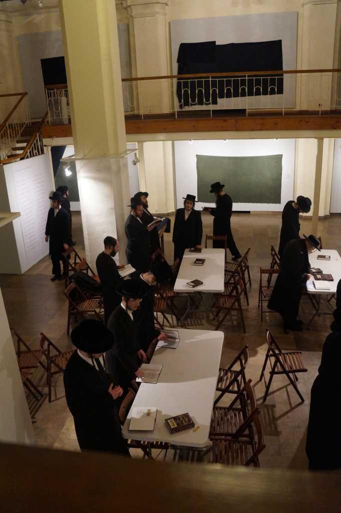 modlitwy chasydów w Nowym Sączu synagoga