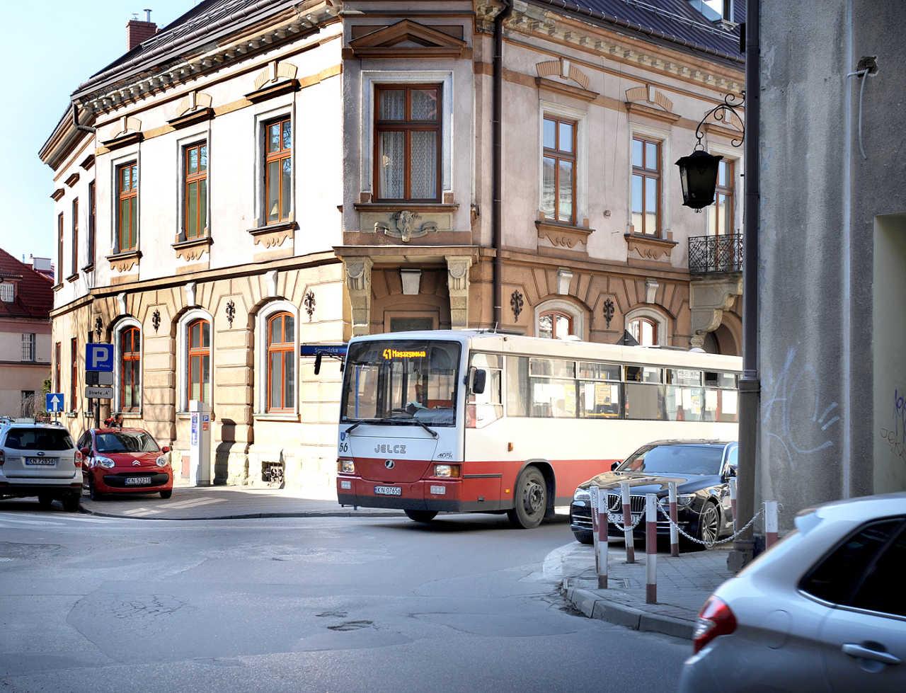 czerwony autobus Nowy Sącz Jelcz
