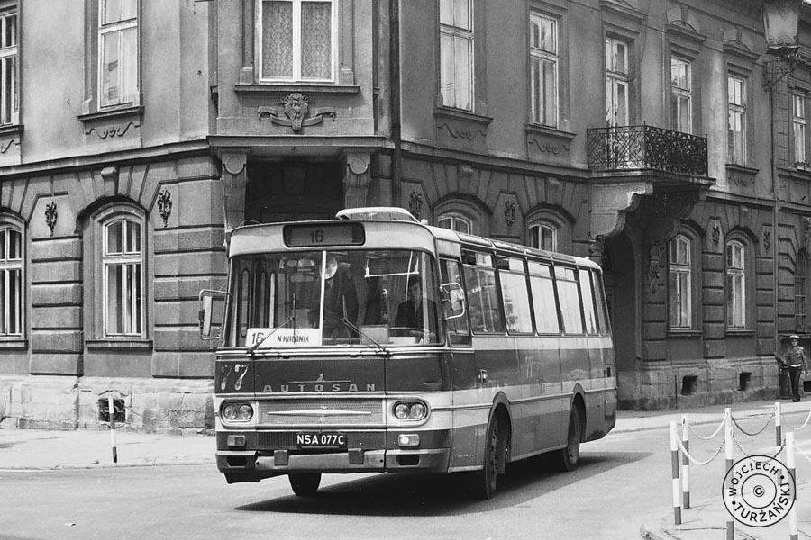 czerwony autobus WPK Nowy Sącz