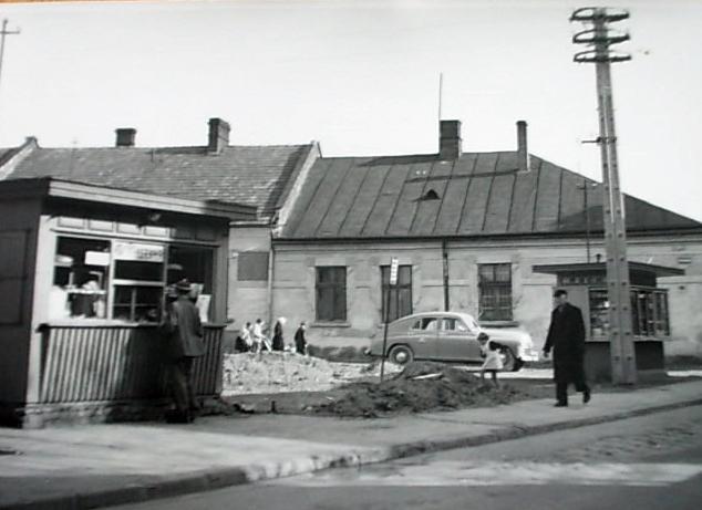 róg Sobieskiego i Wałowej Nowy Sącz 60.