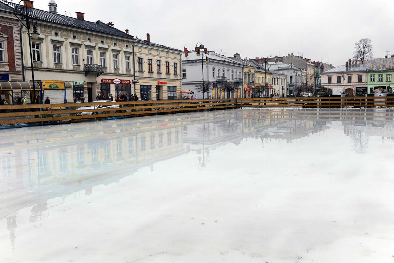 lodowisko na rynku Nowego Sącza