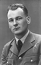 kpt. pilot Józef Nowak RAF