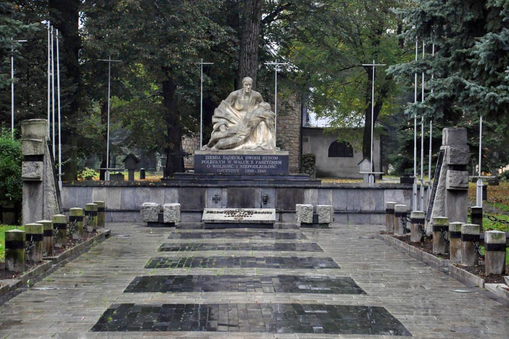 Pieta Sądecka na Starym Cmentarzu