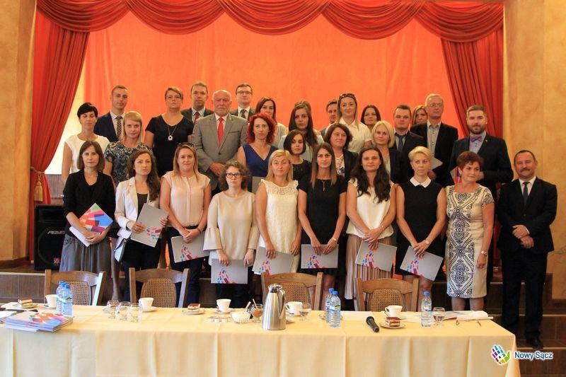 30 nauczycieli sądeckich placówek oświatowych otrzymało tytuł nauczyciela mianowanego