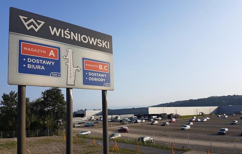 Wiśniowski Wielogłowy k. Nowego Sącza hale produkcyjne