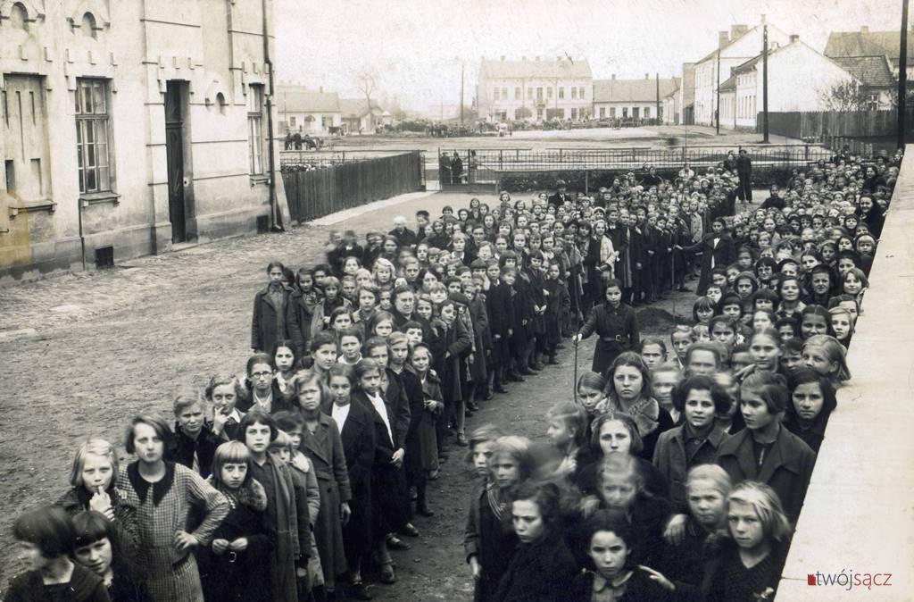 żeńska szkoła w Nowym Sączu lata 30.