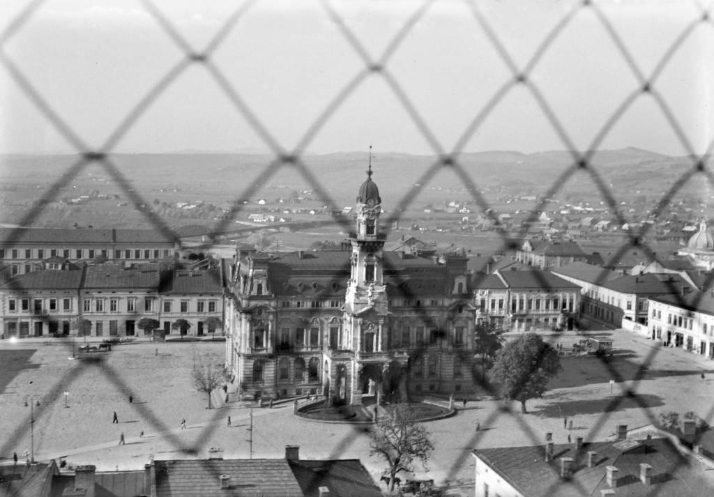 Ratusz 1941 widoczny mur getta
