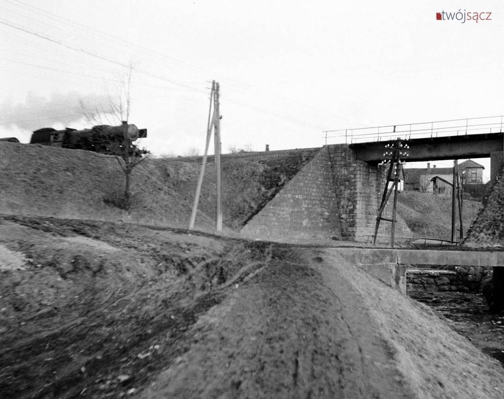 wiadukt kolejowy nad ul. Węgierską