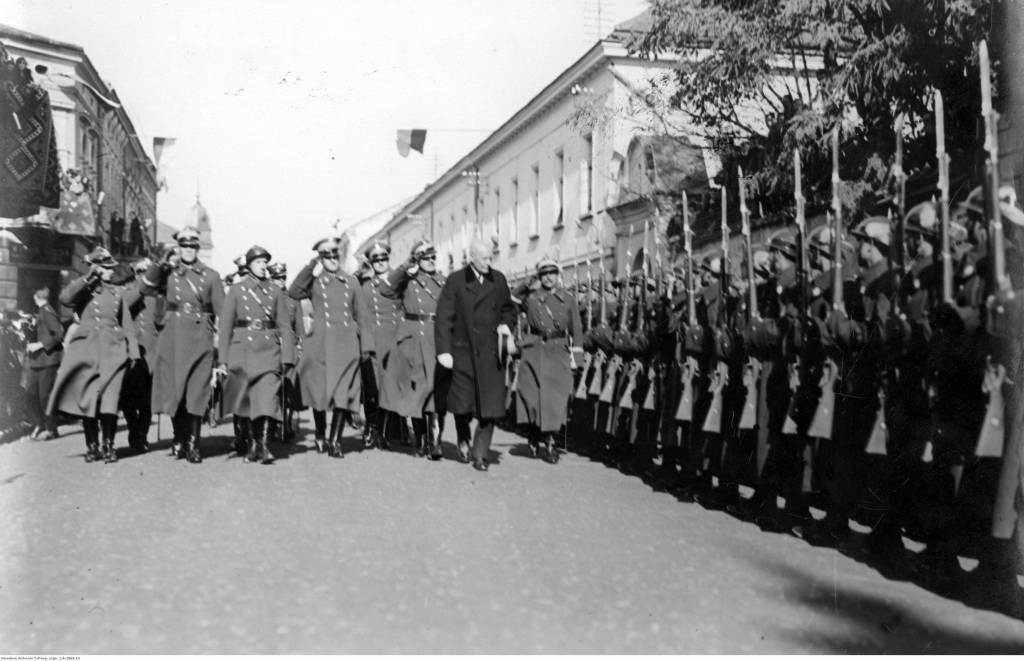 1928 Ignacy Mościckie defiluje przed 1 PSP