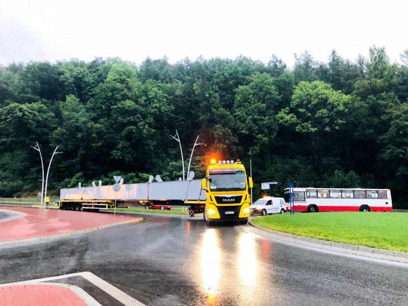 transport elementów mostu na Dunajcu w Nowym Sączu