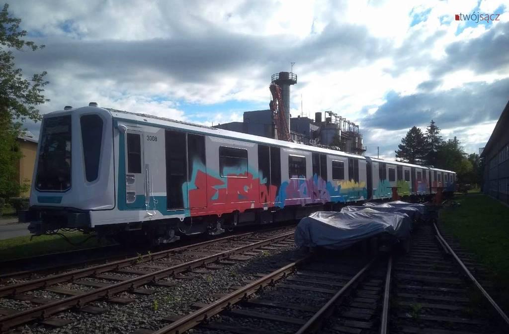 graffiti na wagonach w Nowym Sączu