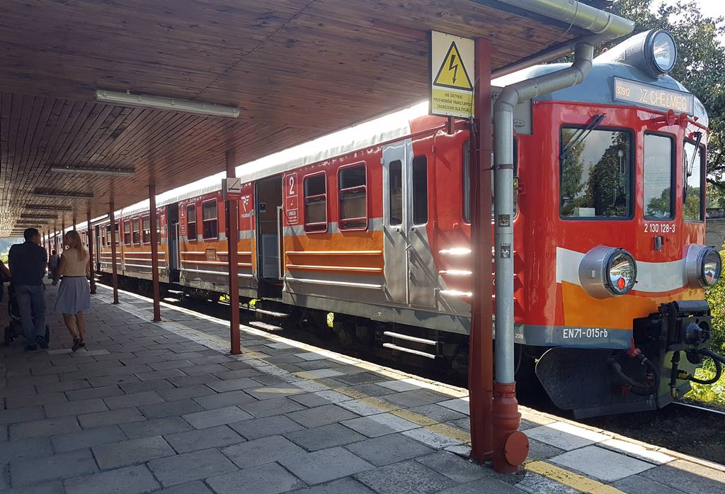 EZT EN71 na przystanku Nowy Sącz Miasto wrzesień 2018