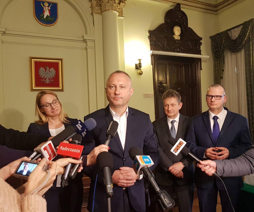prezydent Handzel przedstawia nowych dyrektorów