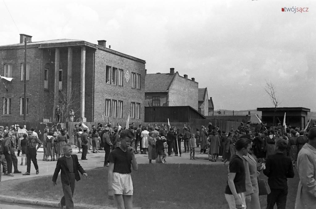 róg Alei Wolności i ul. Staszica w Nowym Sączu lata 50.
