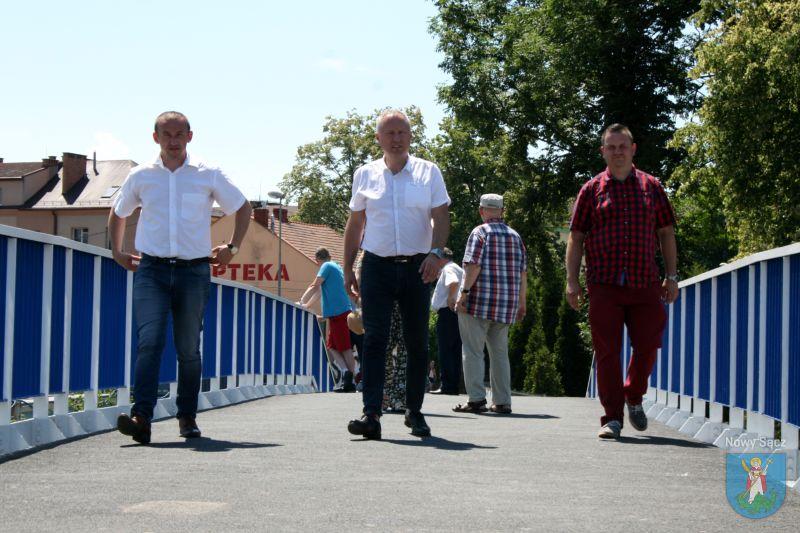 otwarto dla pieszych kładkę nad ulicą Nawojowską