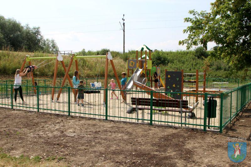 plac zabaw przy Starowiejskiej