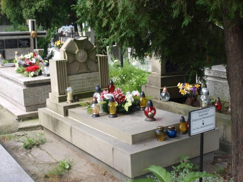 generał brygady Józef Kustroń grób w Nowym Saczu